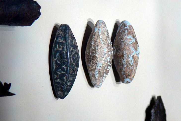 Древние свинцовые артефакты