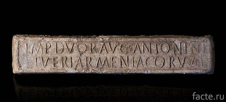 Древний свинцовый артефакт