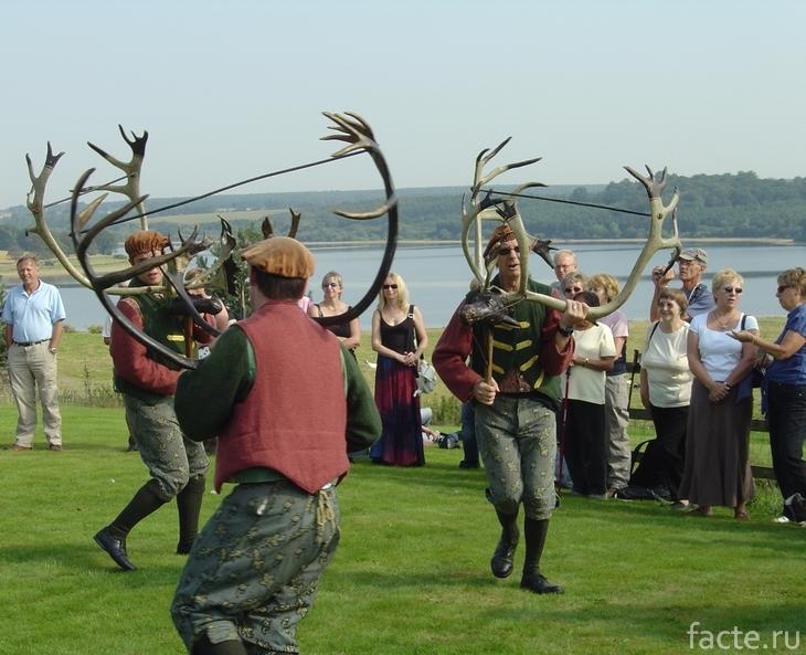 «Рогатый» танец аббатства Бромли