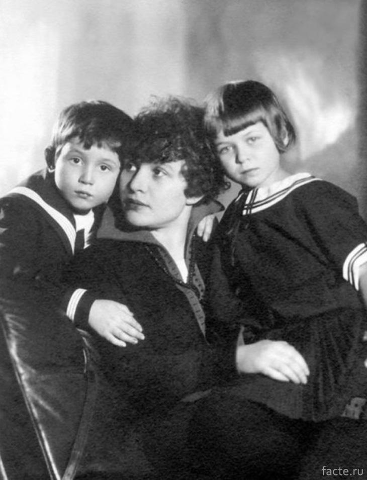 Зинаида Райх с детьми, Таней и Костей