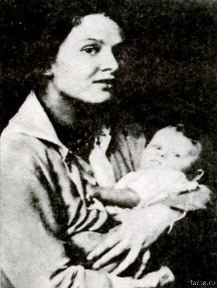 Зинаида Райх с дочерью Татьяной Есениной