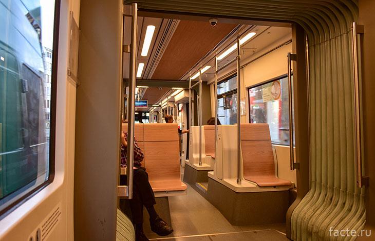 Внутри вагона трамвая в Базеле