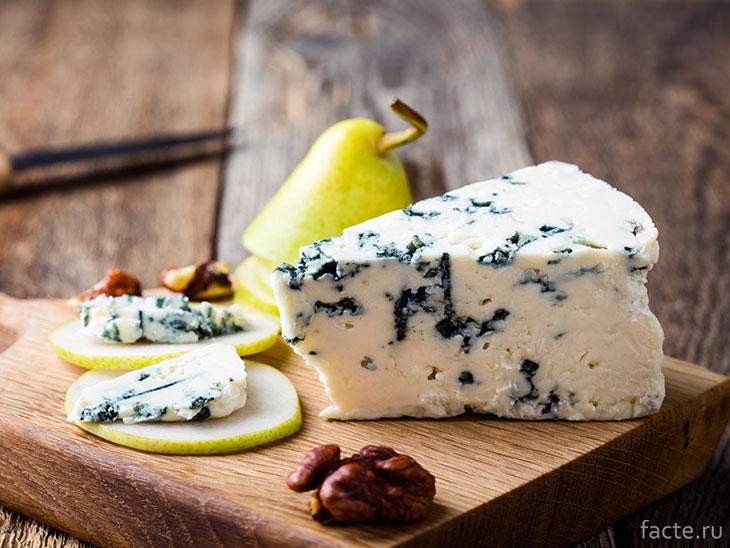 Голубой сыр и груши