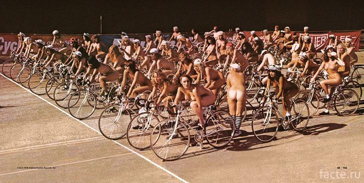 Модели на съемках клипа Queen на песню Bicycle Race, 1978 год