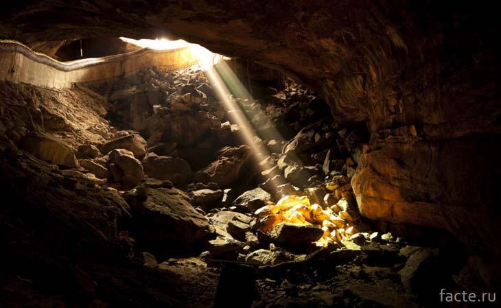 Пещера с золотом