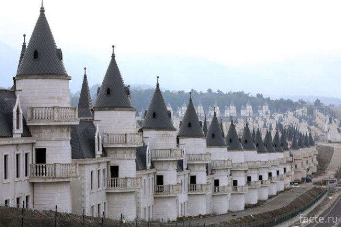 Поселок из замков