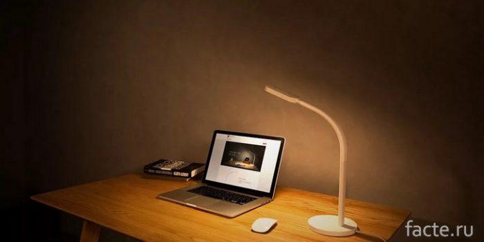 Умные настольные лампы