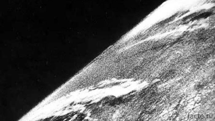 Первый снимок Земли