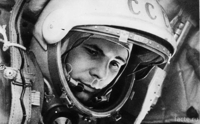 Первый снимок человека в космосе