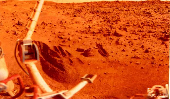 Первая фотография с поверхности Марса
