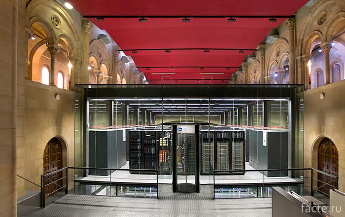 Суперкомпьютер-внутри-церкви