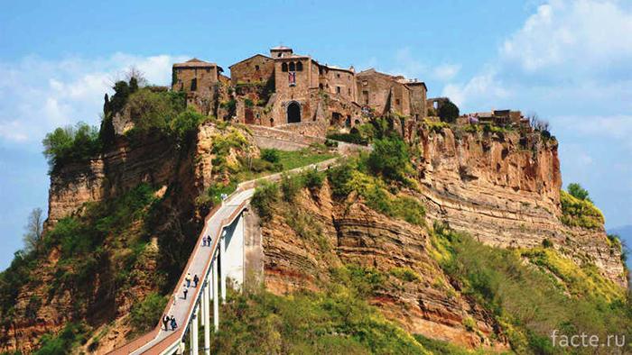 Деревня Чивита-ди-Баньореджо, Италия