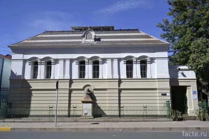 Общественная-библиотека-Кимберли-в-Южной-Африке