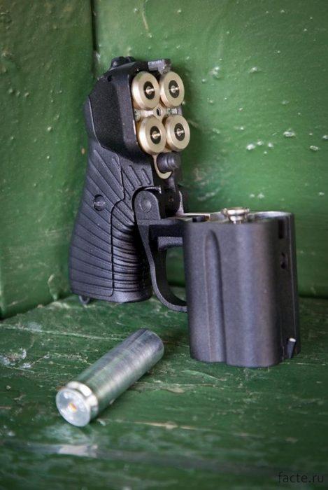 светошумовой пистолет