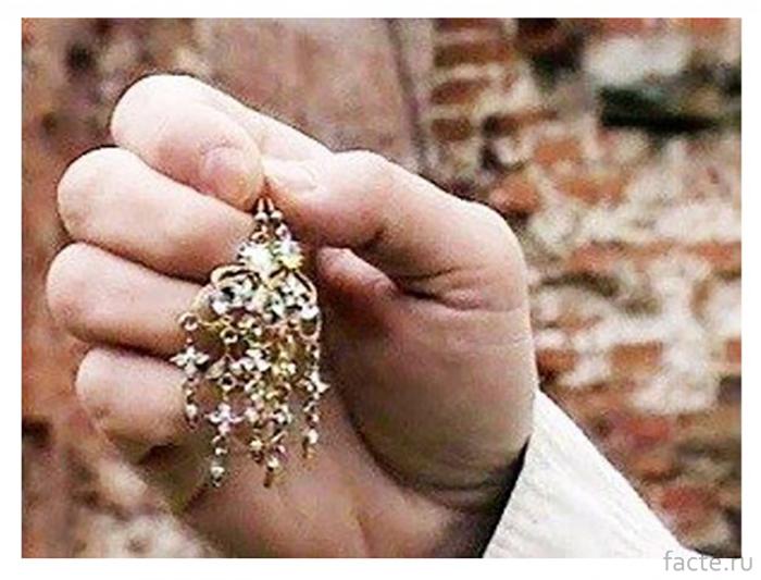 Проклятые-бриллиантовые-серьги-Мещерских