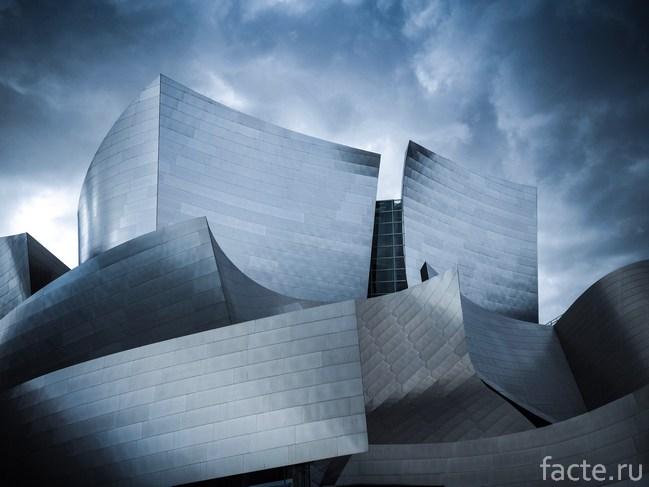 здание из алюминия