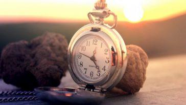 часы на закате
