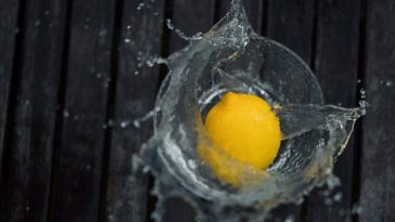 лимон и вода