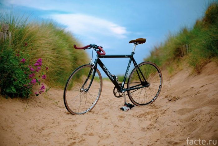 велосипед на песке