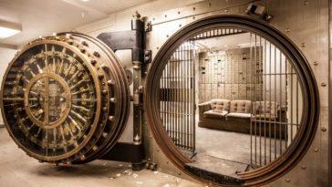 дверь сейфа