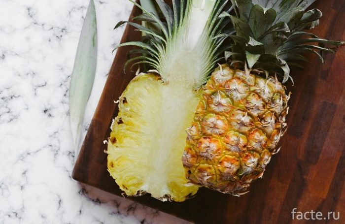 ананас разрезанный
