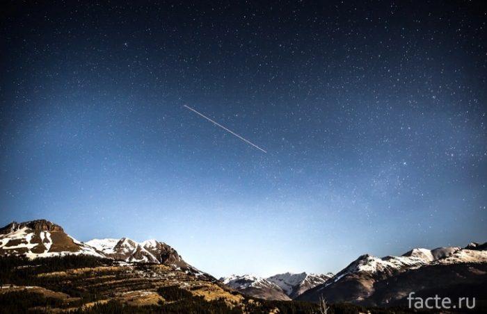 комета над горами