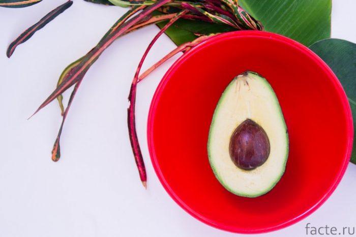авокадо в миске
