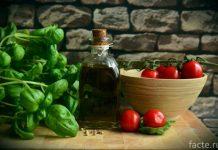 оливковое масло и томаты