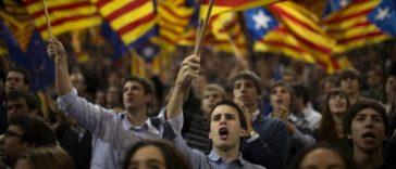 каталонцы с флагом