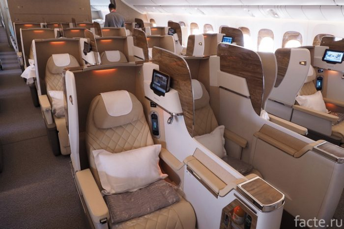 Emirates борт самолета