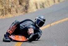 Скоростной спуск по шоссе на доске