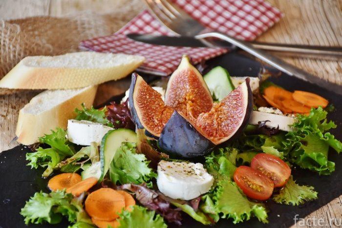 салат с инжиром