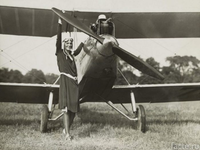 эрхарт пилот
