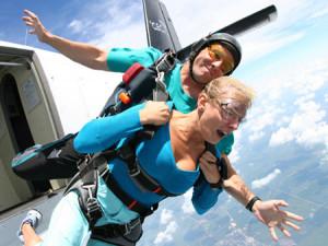 Почему в пассажирских самолетах нет парашюта?