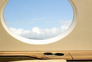 Почему иллюминаторы в самолете круглые?