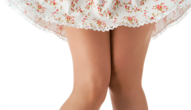 В каком возрасте женщины носят короткие юбки?
