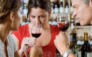 Если представить, что вместо сока в бокале алкоголь, организм пьянеет