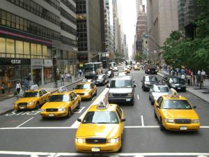Самый старый в Нью Йорке таксист возит своих клиентов со скоростью 20 км/час