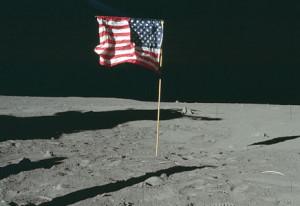 На Луне исчез американский флаг