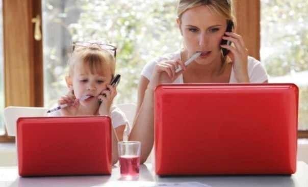 Сколько мама делает для ребенка в день?