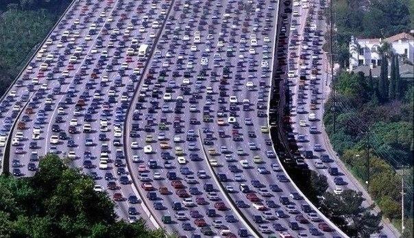 Сколько дней длилась крупнейшая в мировой истории автомобильная пробка?