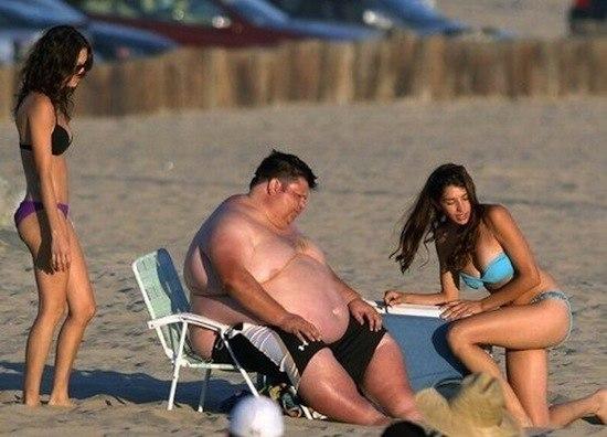 Мужчины любят красивых, а женщины — богатых: доказано научно