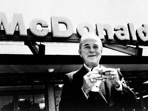 Рэй Крок, основатель McDonald's, до 52 лет продавал бумажные стаканчики