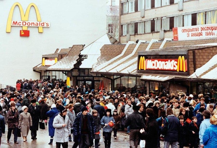 31 января 1990 года в Москве, на Пушкинской площади открылся первый в СССР «Макдональдс