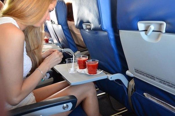 Почему пассажиры самолетов так любят томатный сок?