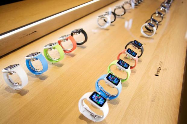 Apple продала за сутки около миллиона Apple Watch